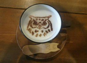 フクロウのカフェラテ