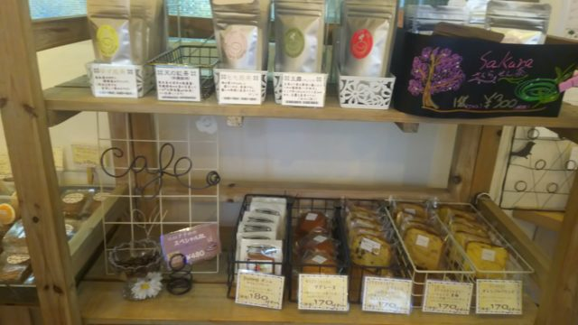 お茶と焼き菓子の棚