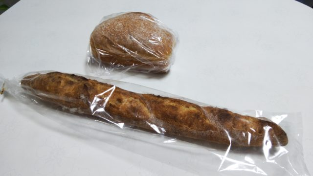 バゲットとプチ食パン