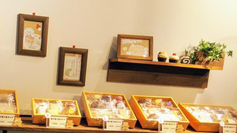店内焼き菓子コーナー
