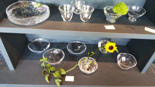 グラス類とひまわりの花