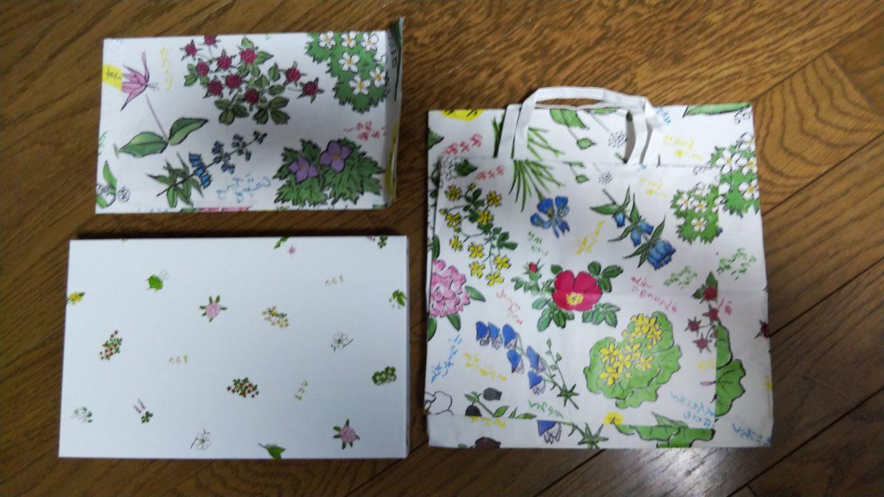 六花亭の菓子箱と紙袋