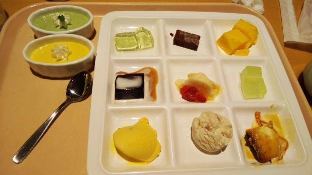 デザート9種の角皿とプリン2種