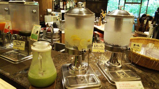 ブロッコリージュースとレモン水のタンク