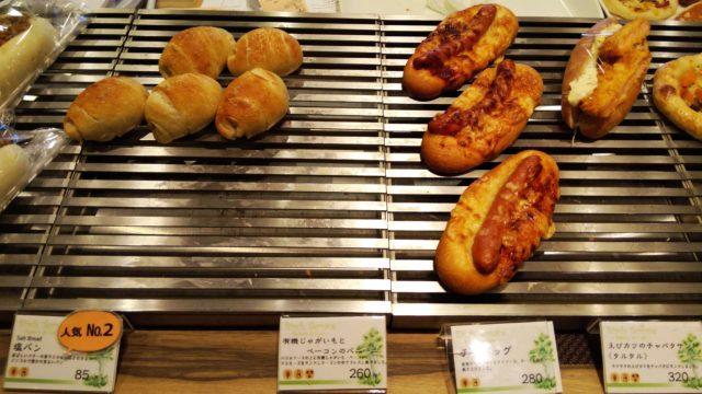 塩パンとホットドックとエビカツサンド