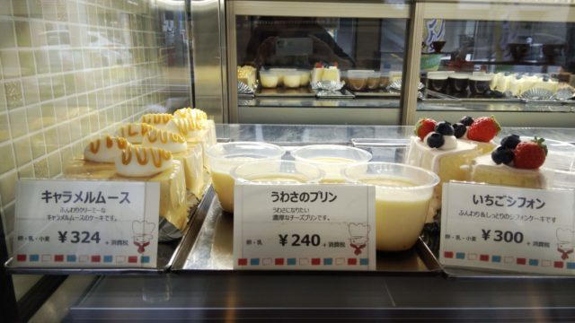 ショーケース左側のケーキ3種