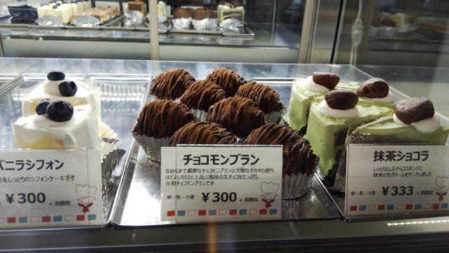 ショーケース右側のケーキ3種