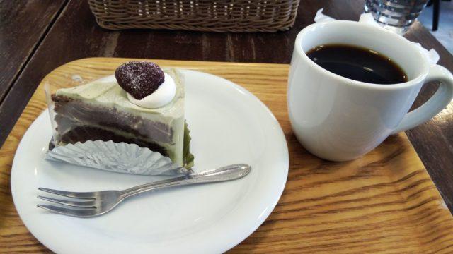 抹茶ショコラケーキとコーヒー