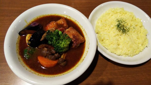 チキン野菜カレーとライス