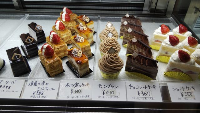 ショーケース内のケーキ6種