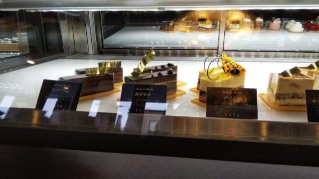 ショーケース内のケーキ4種