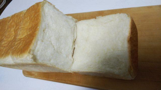 極美ナチュラル食パンをちぎったところ