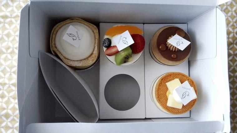 箱に入ったケーキ