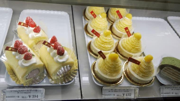 イチゴのロールケーキとモンブラン