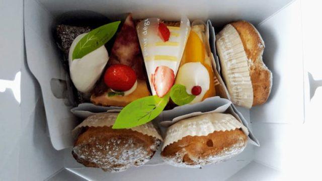 箱の中のケーキ