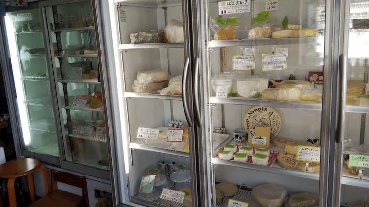 チーズマーケットの大型冷蔵庫
