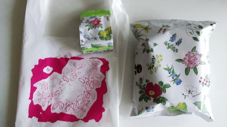 ストロベリーチョコの袋とポテチの袋