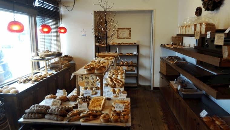 店内のパンコーナー