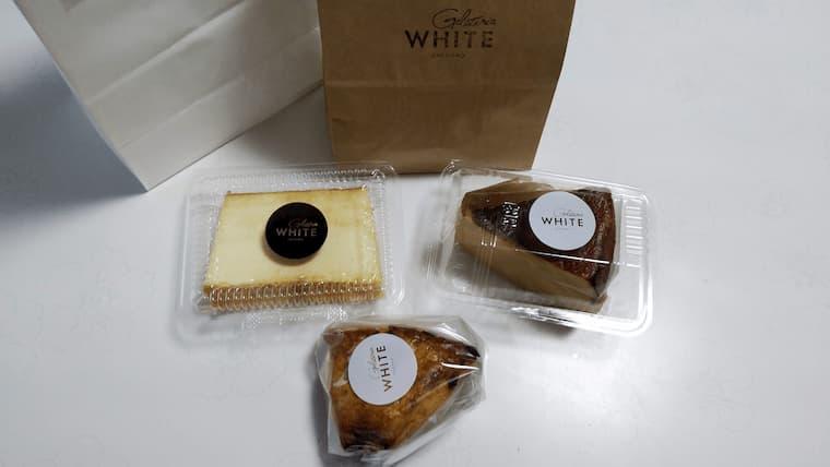 紙袋とケーキとスコーン