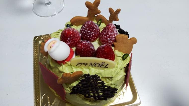 苺とピスタチオのショートケーキ
