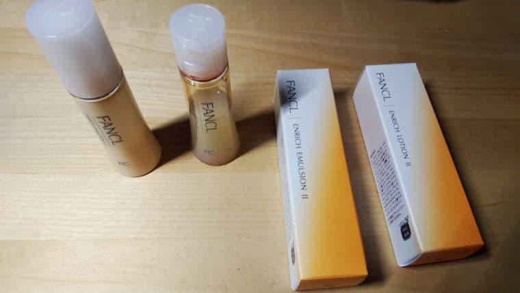 化粧液と乳液の箱と中身