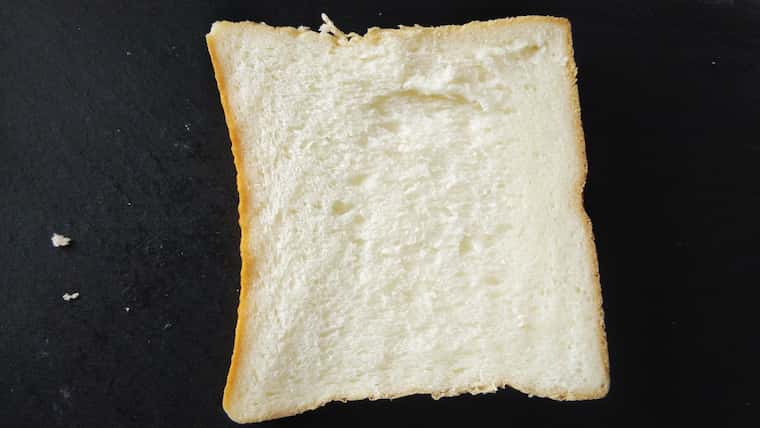 カットした「銀座に志かわ」の食パン