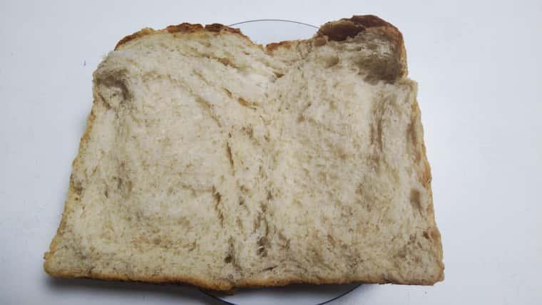 ちぎった全粒粉食パン