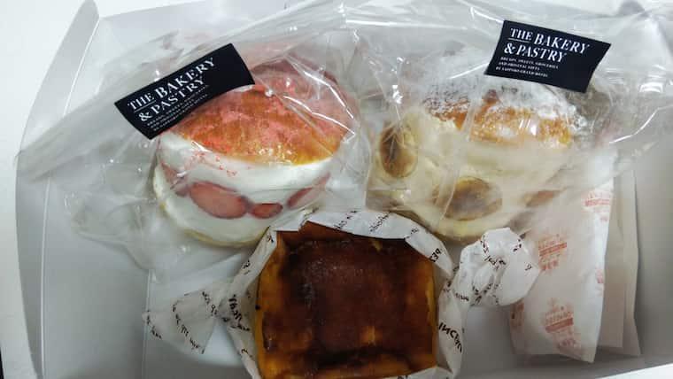 箱の中のマリトッツォとチーズケーキ